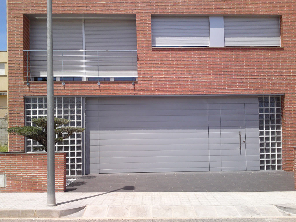 Puertas metalicas garaje fabulous promo with puertas for Puerta garaje metalica